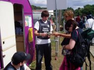 Reading2006_SetB-MikeM-a_The-who-wants-to-win_a-purple-caravan-raffle.jpg
