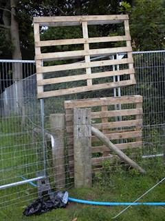 Recession style fencing