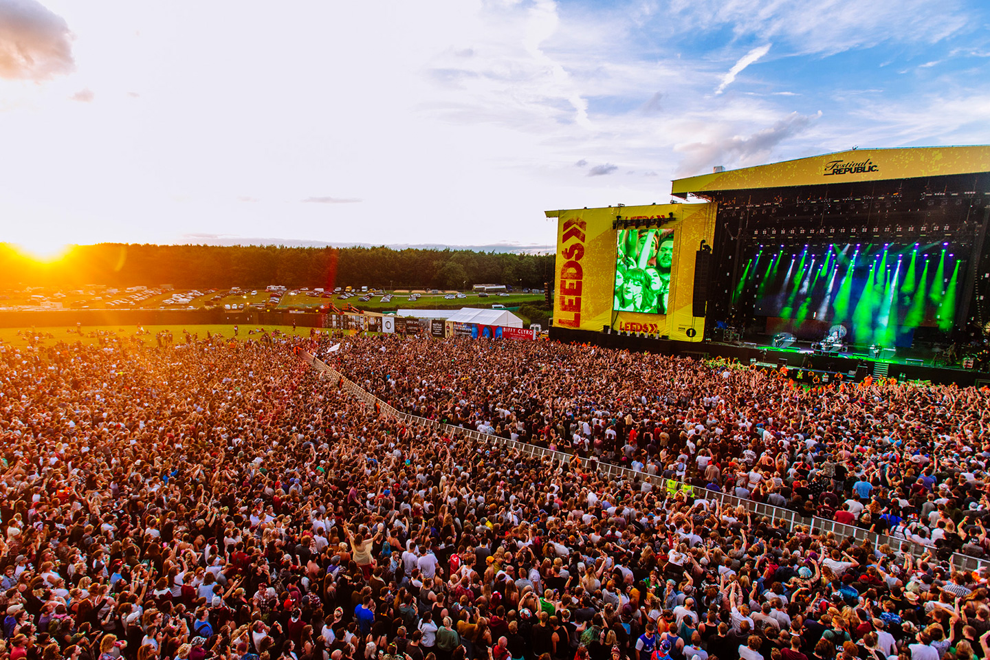 volunteer at the 2019 leeds festival with hotbox events