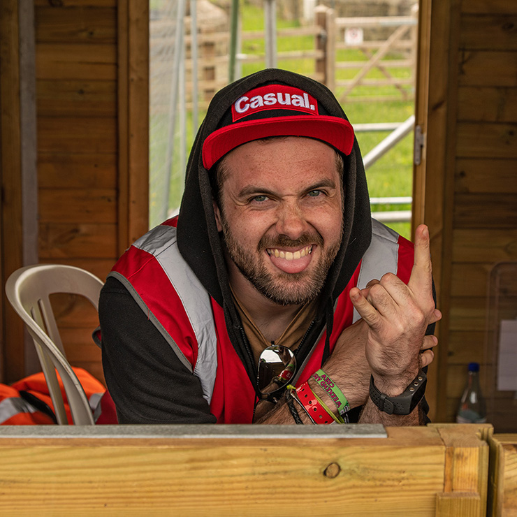 Volunteer at Download Festival with Hotbox Events - Campsite hub volunteer rock on sign of the horns
